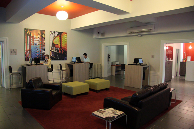 chicago-getaway-hostel-lobby