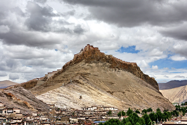 gyantse-fort-from-kumbum