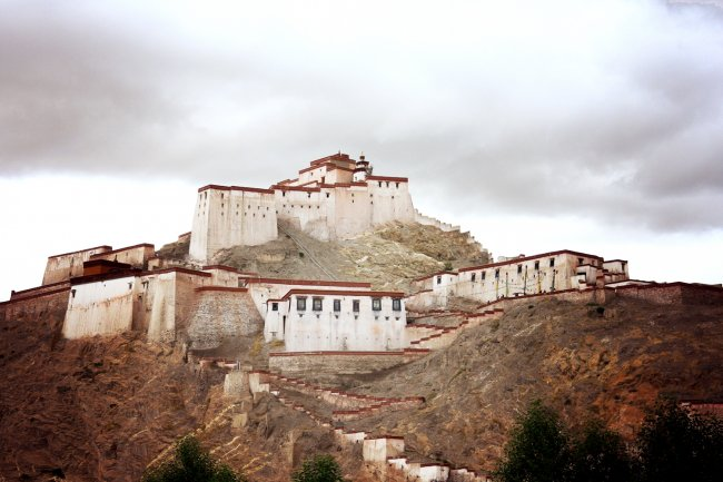gyantse-fort-view-from-hotel