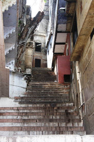varanasi-steps-in-old-town