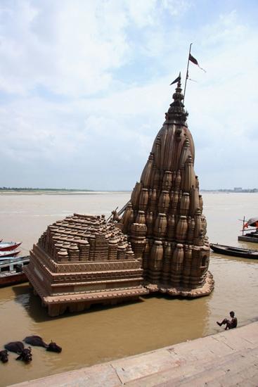 varanasi-sunken-temple