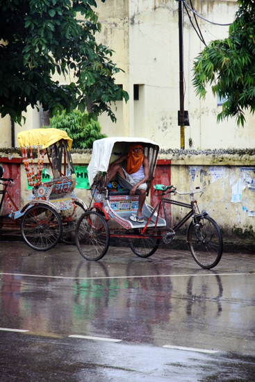 waiting-in-the-rain-gorakhpur