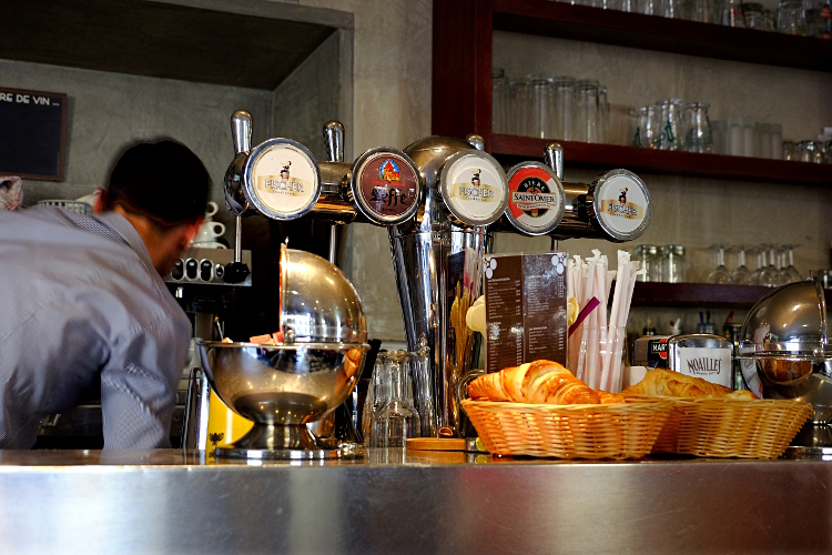 Aix cafe counter sm